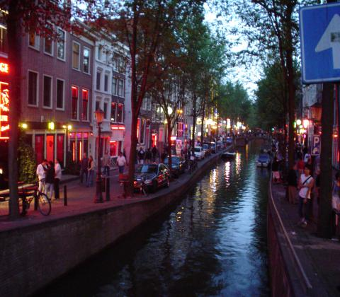 Coffeeshop boat tour - amsterdam red light district