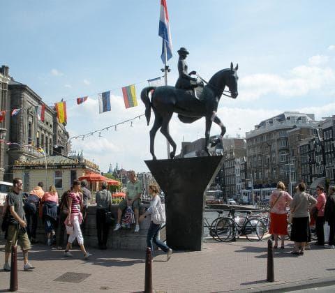 Coffeeshop boat tour - queen wilhelmina rokin amsterdam