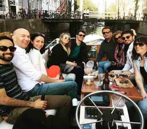 coffeeshop-boat-tour-fun-crowed-with-the-best-time