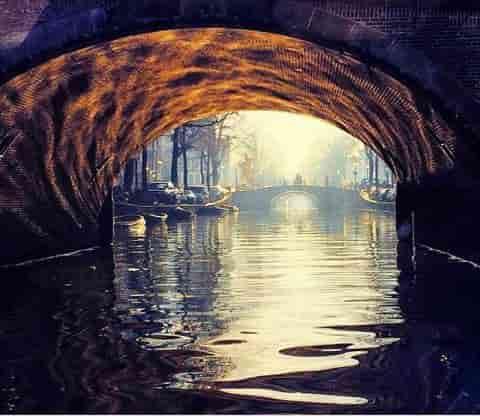 coffeeshop-boat-tour-under-the-bridge-i-wanna-live-here