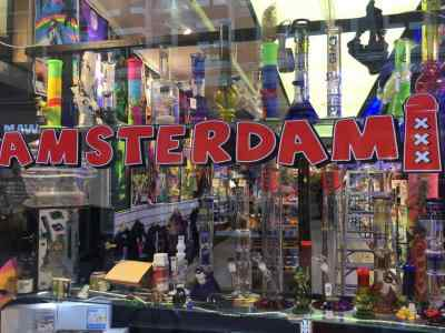 coffeeshop tour amsterdam - coffeeshop walking tour - head shop amsterdam